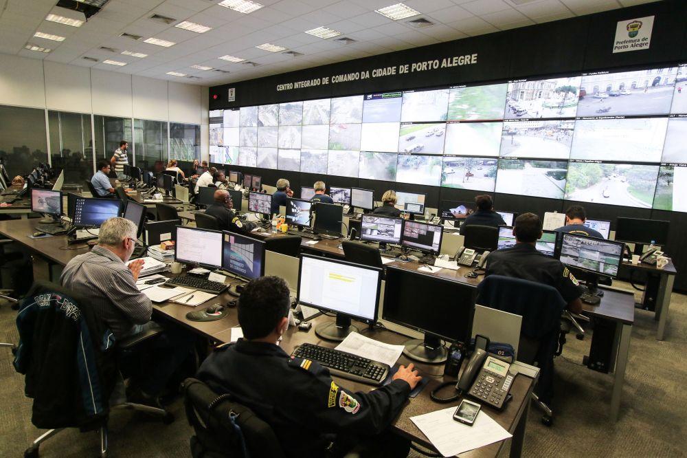 Resultado de imagem para Monitoramento eletrônico identifica mais dois carros roubados em Porto Alegre Rs